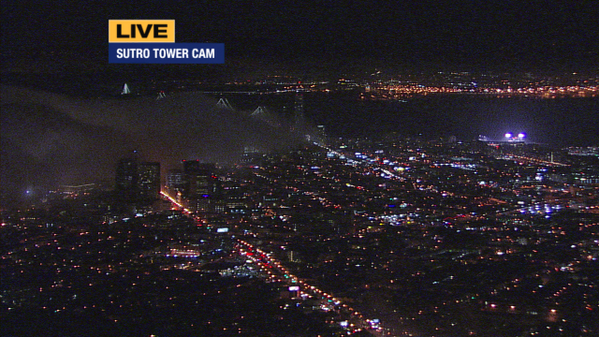 Take a look at the fog rolling in over San Francisco.. pretty cool! http://t.co/173YIGFkPw