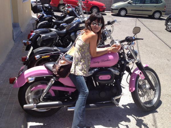 """La Moda sobre dos ruedas!! Nuevo post en """"Con faldas y a lo loco"""" #FashionFridays5 http://t.co/T3lRwKGSjo http://t.co/XdLqe4kn60"""