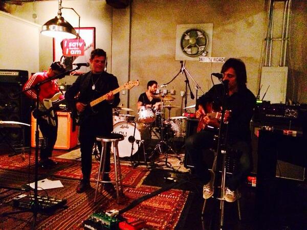 Anoche viví una de las mejores jam con @AlejandroSanz @davjulca @LennyKravitz, mi amigo Ernesto.. Grandes todos! http://t.co/eSifAvkvYs