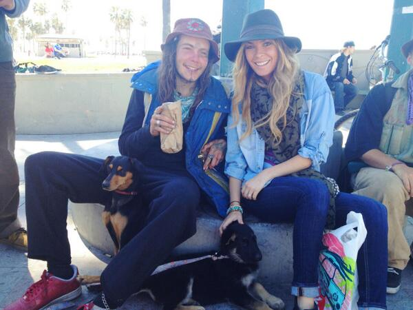 Feeding the homeless and their pets down at Venice Beach today. Met so many amazing people with great stories. http://t.co/2jME2hpnXm