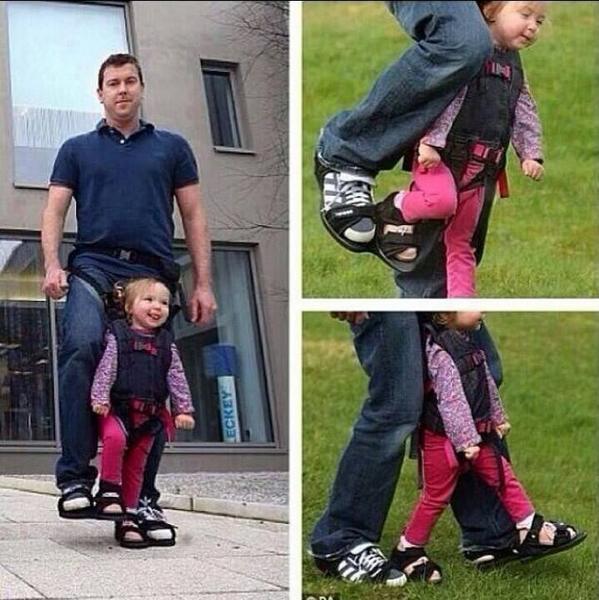 صورة مؤثرة: أب يبتكر حذاء مشترك مع إبنته المشلولة ليشعرها بأنها تمشي كباقي الأطفال. #غرد_بصورة http://t.co/ycDgQ55bR2