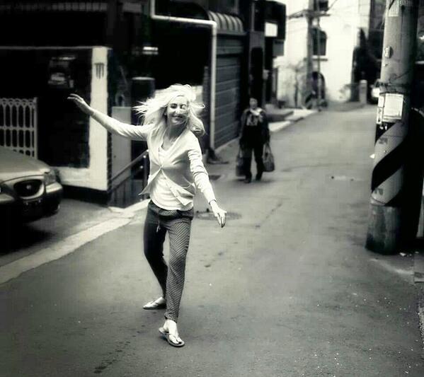 Dance for Spring 길에서 http://t.co/AVAMDLC7kB
