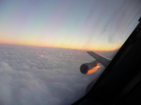 子どもの頃からジャンボジェットが大好きでした!  パイロットになり、そのジャンボを操縦して、太平洋を横断し、赤道を通過し、北極圏を飛び越える事が出来たのは人生の喜びです。  今まで本当にありがとう。 さよなら、ジャンボ。 http://t.co/aoOsge8hes