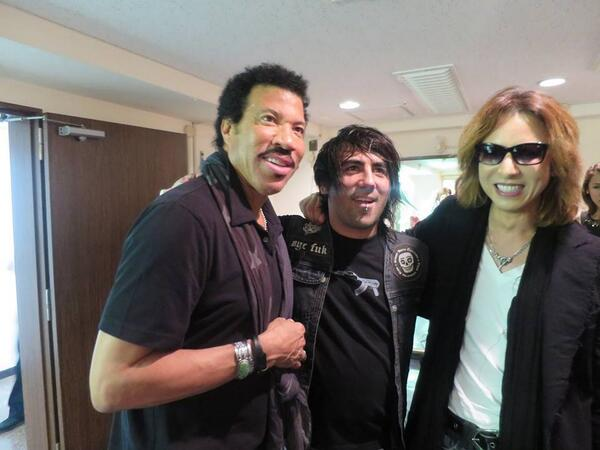 From Hollywood to Tokyo I reunite with these dudes @LionelRichie & @YoshikiOfficial RAD http://t.co/EjAHf5UsIY