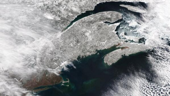 Cape Cod & Canadian Maritimes snow cover from @NOAASatellites. VIIRS on Suomi NPP. More: http://t.co/9RUK6ZfKsf http://t.co/dShW71WdmP