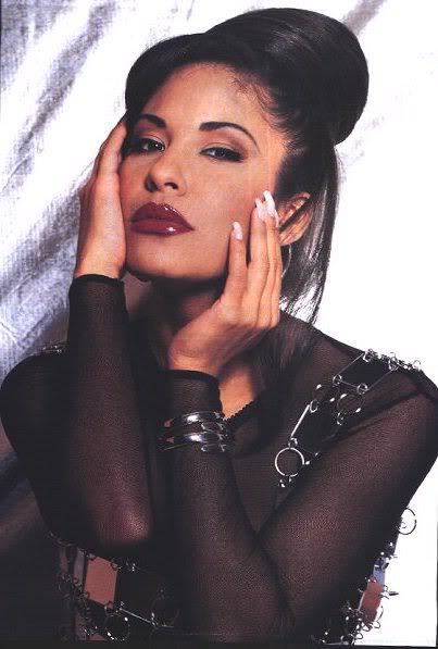 Can't believe it's been 19 years since the world lost the beautiful and talented Selena.  #RIPSelenaQuintanilla http://t.co/OPZqwmFSbm