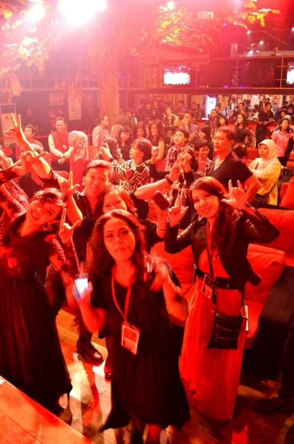 RT @declaROCKtion: Yoda @TheRealOda @AgusHafi @AlexRudiartSoul @GedeBagus_PP @FebriYoga_SR in Enter Sandman!! Rocked d Stage !! http://t.co/YfutNNWJLh