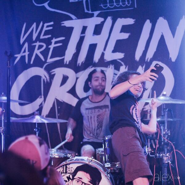 to the kid that crowd surfed to take a selfie with @RobChianelli in orlando... in case you didn't get your selfie: http://t.co/WHsIChv4be
