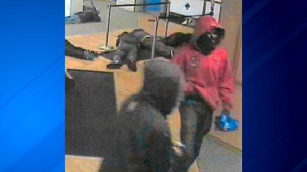 Two suspects sought in violent East Chicago bank robbery over the weekend http://t.co/g3A7bF4pZK http://t.co/44RqYCnSxH