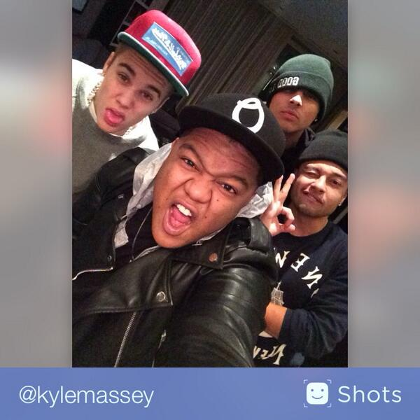STUDIO TIME WITH THE BOYZ @AlfredoFlores @justinbieber @Quincy  #selfie http://t.co/VIc8SsTVw9 http://t.co/pD5Z7RlAxh