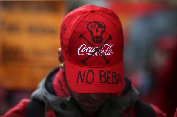 Coca-Cola cierra en Fuenlabrada y despide a toda la plantilla. Todo sobre la decisión: http://t.co/1hVl1CykdB http://t.co/yZPB8kEQZF