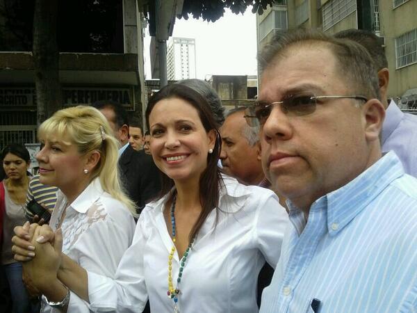 FOTO: María Corina Machado en la Plaza Brion de Chacaito #1A 1:09pm - via @ingridbbalabu http://t.co/kCKCDMY2bq