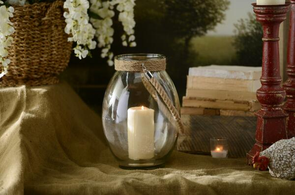 We are loving the lantern trend! In what ways do YOU decorate with lanterns? http://t.co/xlMKkinRYS http://t.co/SNCPQ6XHlR