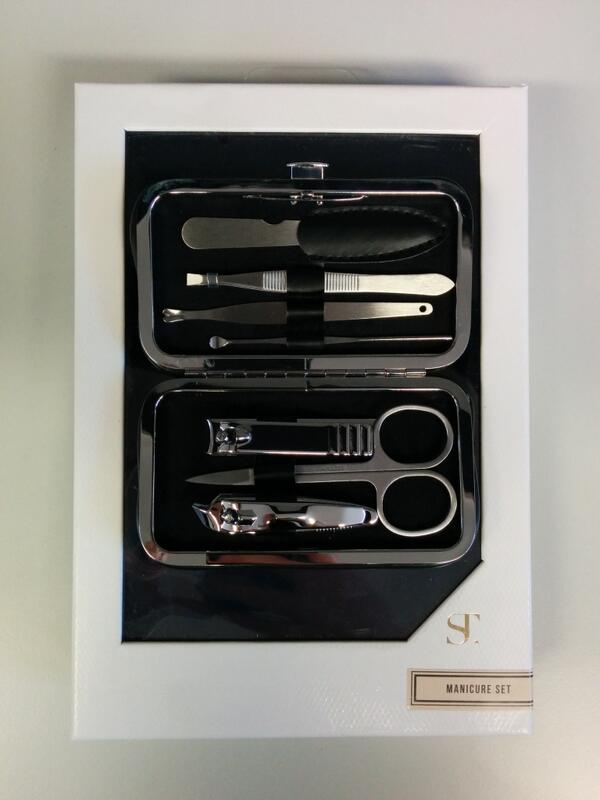 Competition time! To get your hands on this #Supertrash manicure set simply hit RT to enter! Ends 8/4/14 #Accent http://t.co/bl1L338uKv