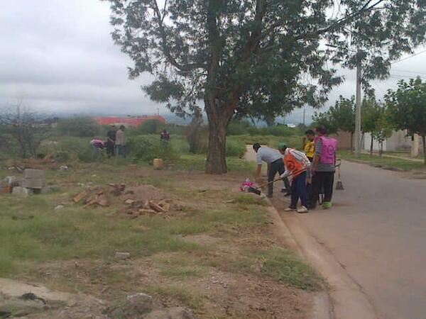 Cros del @SuSPE_LR limpiando B' Federacion II. #HacemosJuntos http://t.co/UGuSMjVEji
