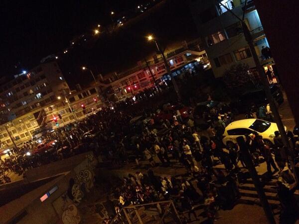 Gente evacuando en Antofagasta, #Chile por la alerta de #tsunami http://t.co/XpryWgkMY6 (Vía: @SkyAlertMx) http://t.co/8JPQKl62uS