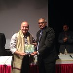 Dr. Avinash Supe, Dean Sion Hospital giving a momento. Lecture went off well. It was nice to make doctors laugh.:) http://t.co/EoHVgjRuh8