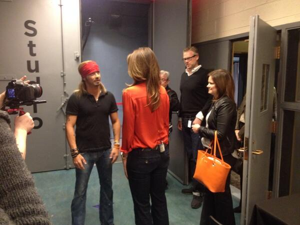 #lifeclass moment @Bret michaels meeting @cindycrawford in the Harpo hallway! Bret's at 7pm!http://t.co/9oVcjuGDlf http://t.co/w0SnskSL3F