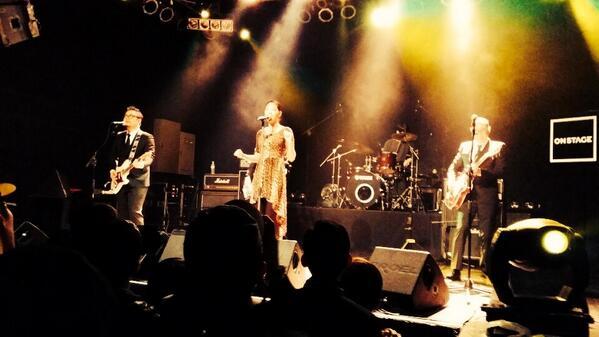 W&JAS의 네이버뮤직 온스테이지 LIVE <FUNKY & GROOVE> 현장! 오늘 공연 제목처럼 펑키한 리듬과 그루브한 멜로디로 브이홀을 가득 채우는 중입니다 :D http://t.co/qnma3k8t42
