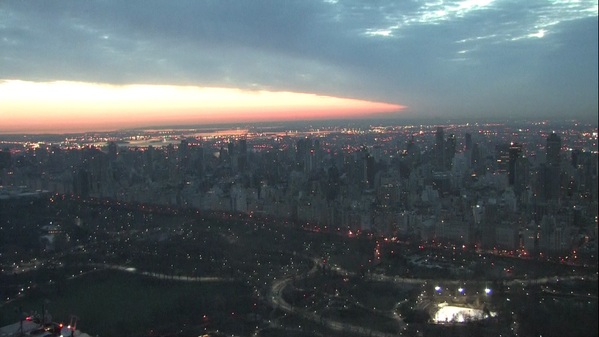 A beautiful #NewDay begins as the sun pops out over #NYC. It's 6:25 in the east http://t.co/Hk69TOAcr6