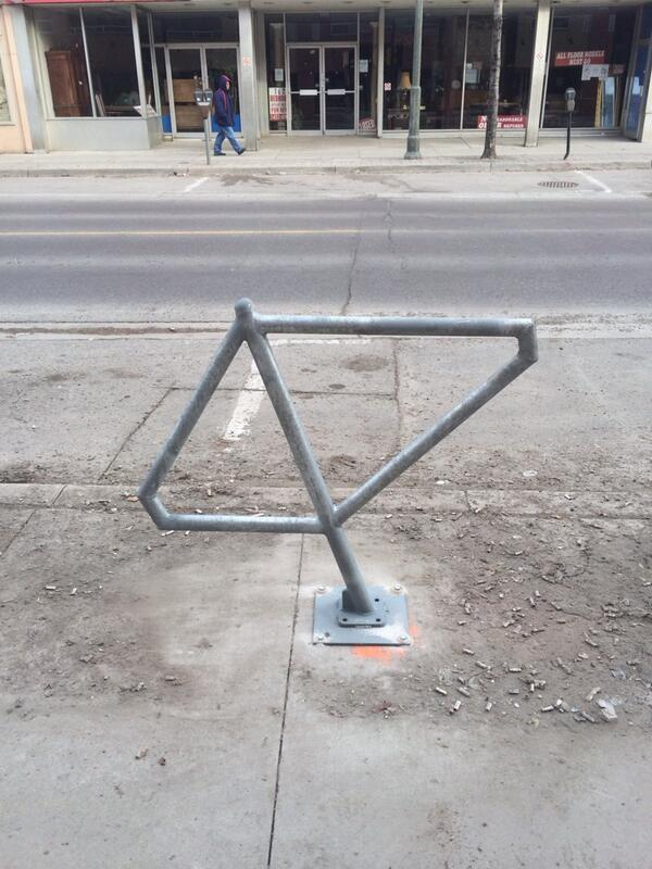 New bike racks in #OEV. Counted about 15 between Adelaide & Ontario. #LdnOnt. http://t.co/APNuqbCGeG