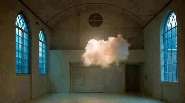 By balancing temperature, humidity and lighting, Dutch artist Berndnaut Smilde created a cloud in the middle of a ro… http://t.co/bAO5ELdIXP