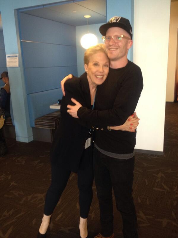 Met @dearabby moments ago. My advice: get a hug from her. http://t.co/HlecJoWC6V