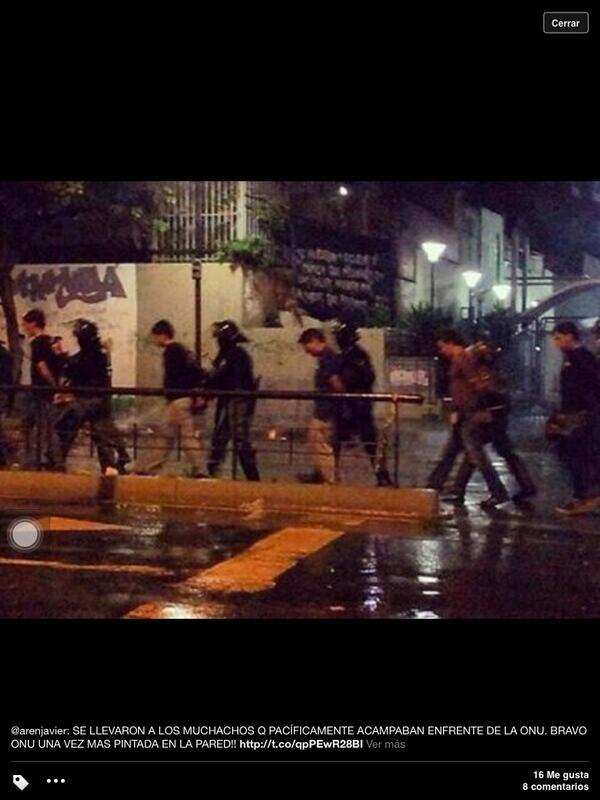 Crusmila Ramos (@CrusmilaRamos): Se llevaron a los muchachos que protestaban ante la ONU. Y dicen que RESPETAN la protesta pacífica. ¡ Descarados! http://t.co/Pu3yzNgqmp
