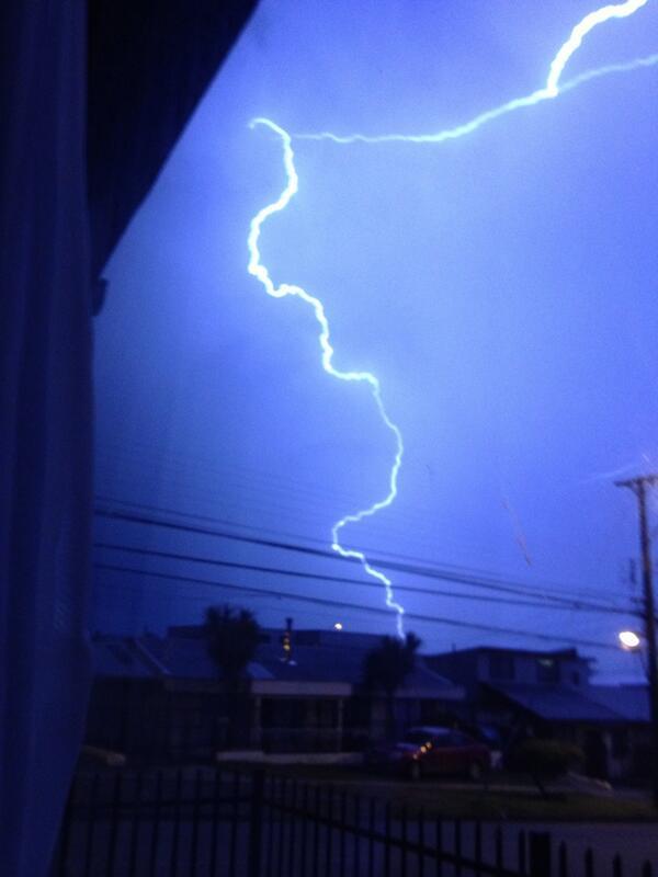 Tormenta eléctrica en Puerto Montt http://t.co/wW68um2WtE foto vía @cotebo23
