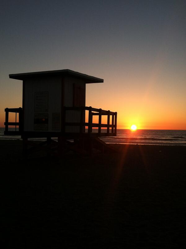 Happy Friday from Cocoa Beach! It looks like another great beach day! What are you waiting for? http://t.co/NvfluyUuy7