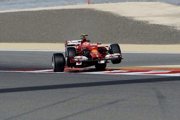Quien dijo q en F1 no se pueden hacer caballitos... http://t.co/01PpIKHmzu