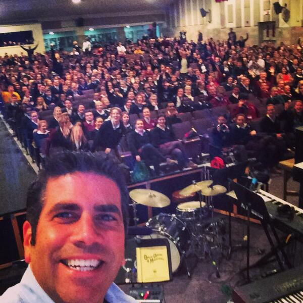 Keynote selfie with a few of the 1800 high school students I am presenting to this morning. http://t.co/Gw8h6hkg7u