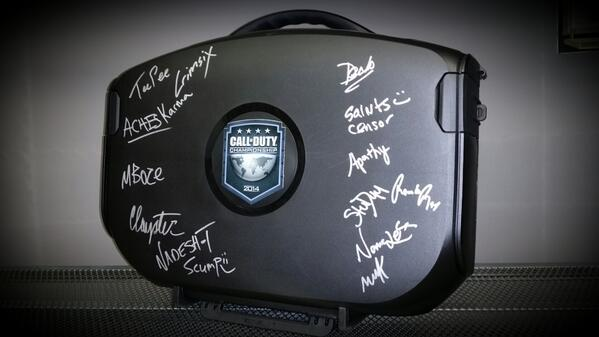 Follow & RT to win this #CODChamps #Vanguard signed by @OpTicGaming @compLexityLive @sBusinessGaming @TeamEnVyUs! http://t.co/7jj5x6UZOE