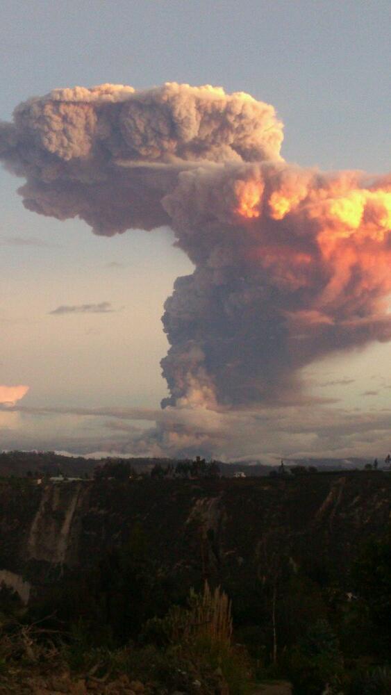 MT @Avostedigo Nature is amazing. Photo of the #Tungurahua eruption in #Ecuador. #Volcano http://t.co/zkEHL8EWBf