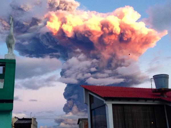 Photo of the ash cloud from the #Tungurahua volcano in Ecuador. Pic by Daya Camacho. #volcano #ecuador http://t.co/KZCN01QJdD