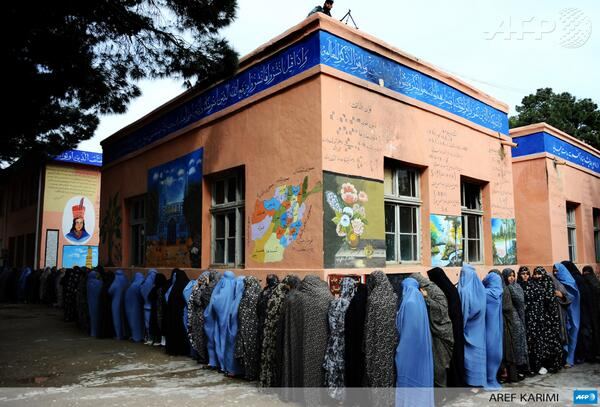 "A great sight ""women queuing to vote in Herat, constituency of Afghanistan's female MP, Naheed Farid http://t.co/n3YPI2zMp0"""""