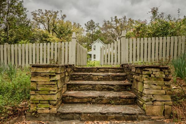 The Garden Gate   http://t.co/ihlojZ5wUA http://t.co/MOHRW4Gm3o