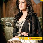 RT @Tolly_Planet: @raimasen looks gorgeous during a photoshoot. :)