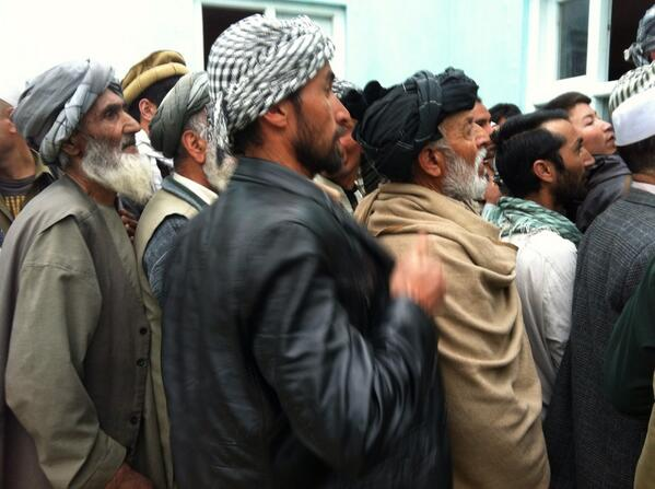 This was the final rush to vote shortly before polling Centres closed in #afghanistan http://t.co/wMGzFACfqX