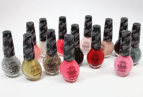 The gang's all here! Which @CarrieUnderwood shade are you coveting? http://t.co/NGt9uHFuS1