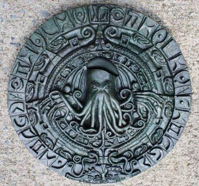 My @Etsy Cthulhu plaque, as reinterpreted by Bruno Schram. Amazing! @JamieNoTweet http://t.co/4uaPtUryHr