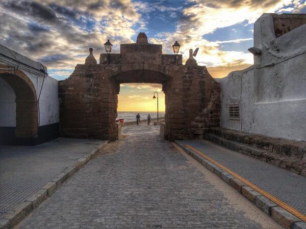 Cádiz es la puerta al atardecer de Europa ... O del mundo #cadizlifestyle http://t.co/yoA2APZizB