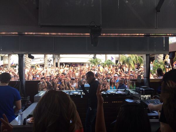 Does it get better than @kaskade at @MarqueeLV? http://t.co/tnz0Bwuhr2