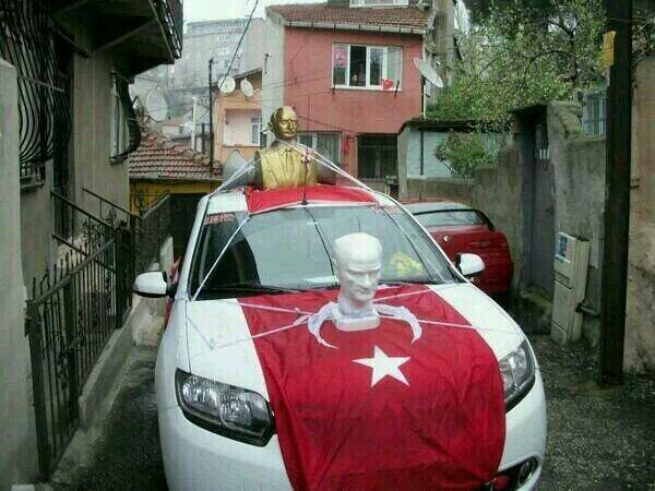 Bunun adı Atatürk sevgisi değil, Kemalizm. http://t.co/7WnNcQ0rym