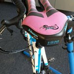 Demo-ing an @ISMsaddles Adamo. Love the hot pink demo color! 1st ride tomorrow morning. Let's do Rockstore! http://t.co/Ge6qxalCht