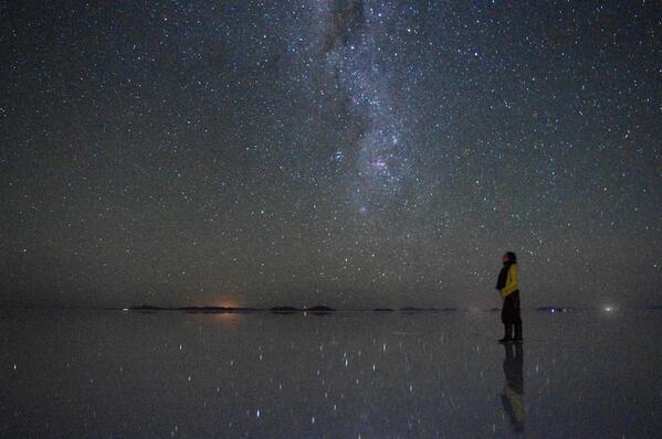 ウユニ塩湖の話をちょっとだけ。2014年3月31日撮影。今年は例年より乾期に入るのが早まったそうですが、まだ水鏡見られます。正直、ウユニは写真映えしすぎているのではないかと。ということで、肉眼よりキレイに見える写真をどうぞ。 http://t.co/p9AifW1rdW