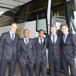 De complete selectie van #Ajax reist af Arnhem. Ook degenen die niet op het wedstrijdformulier staan! #vitaja http://t.co/1hqYqoqVBU