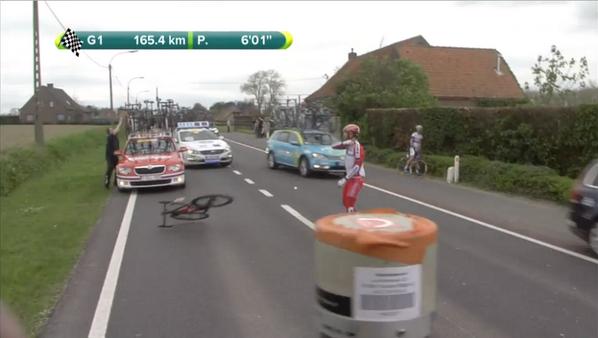 パオリーニさん早速自転車投げを披露「これはいけません」 #jspocycle http://t.co/9jKheYh3HO