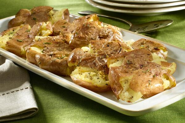 Don't mash your potatoes...Smash them with garlic and herbs #recipe http://t.co/3CvVBpvHDl http://t.co/31T0cBcYDO