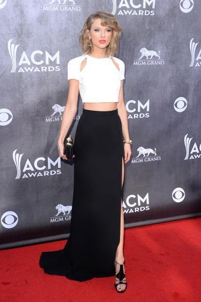 Cutout and cropped - @taylorswift13 is rocking the #ACMRedCarpet in her black/white ensemble #ACMs http://t.co/FbKKlgRXt0
